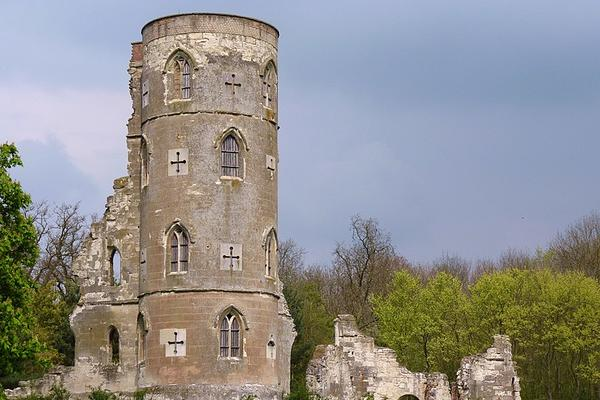 Cmglee Wimpole Folly against blue sky with green foliage