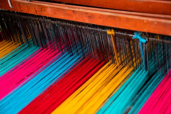 Loom with different coloured threads
